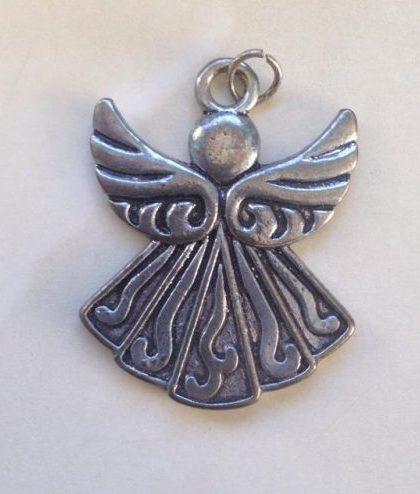 IlluminEssence-angel-pendant