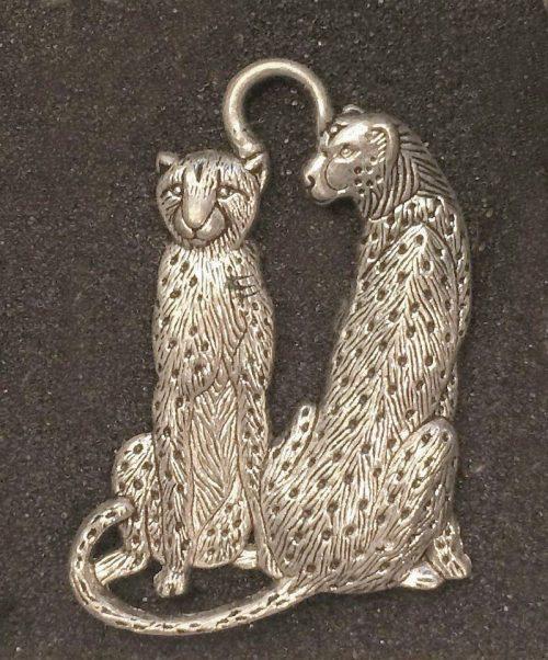 IlluminEssence-cheetah-pendant