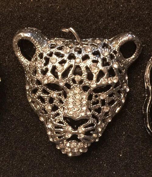 IlluminEssence-leopard-diamante-pendant