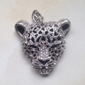 IlluminEssence-diamante-leopard-pendant