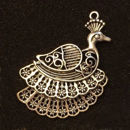 IlluminEssence-peacock-pendant