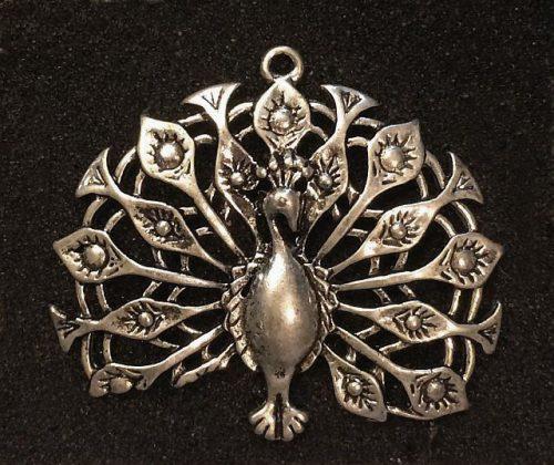 IlluminEssence-peacock-fantail-pendant